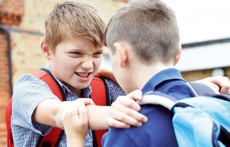 2 Jungs streiten