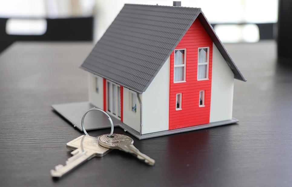 Modellhaus und Haustürschlüssel